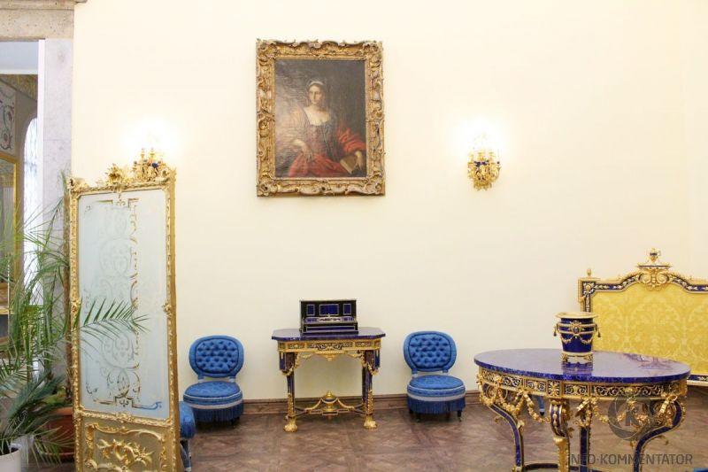 В Лионском зале Екатерининского дворца установлен портал из лазурита