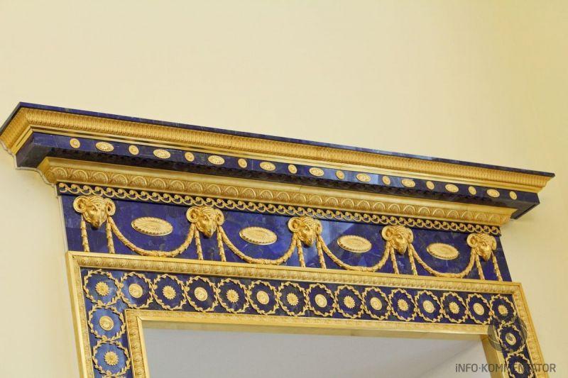 Портал из лазурита в Лионском зале Екатерининского дворца